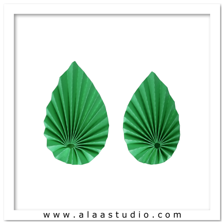 2 Pleated asymmetric leaves